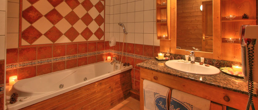 France_La-Plagne_Hotel-Des-Balcons-Belle-Plagne_Bathroom.jpg